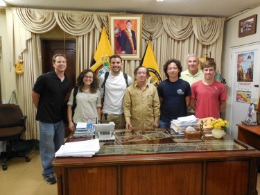 The Mayor of Huaquillas, Manuel Aguirre Piedra, with the EWB team after the meeting.